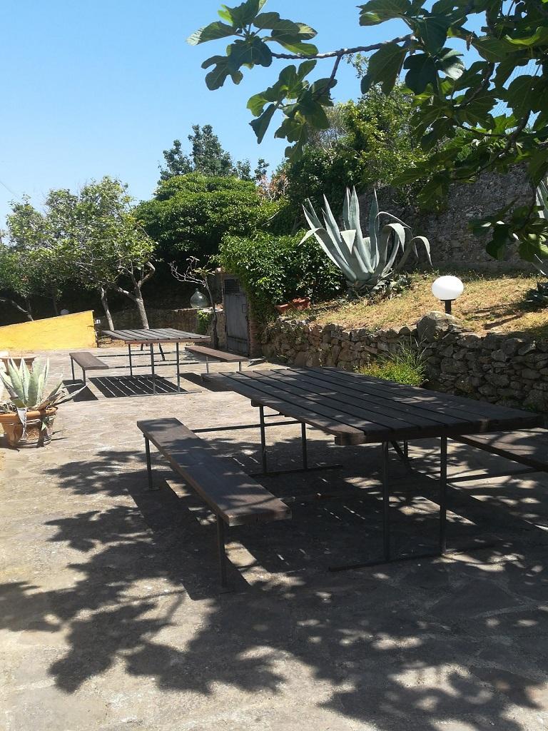 Terrazza panoramica con tavoli